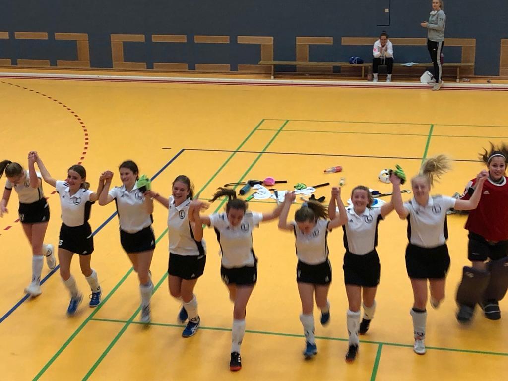 Es gibt immer was zu feiern: 2. Mannschaft der Mädchen A gewinnt den WJB-Pokal
